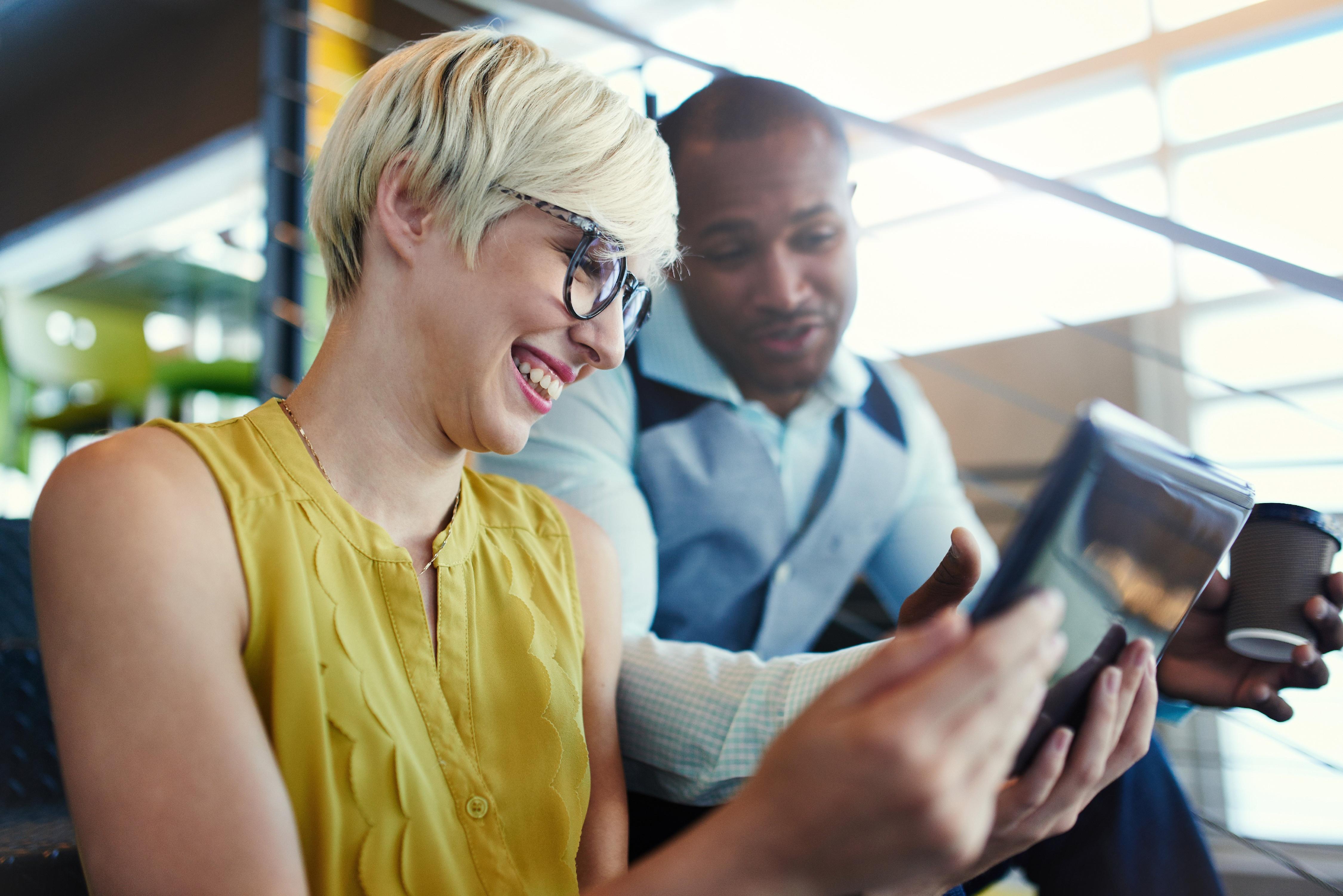 Influencers och sociala medier lockar till överkonsumtion